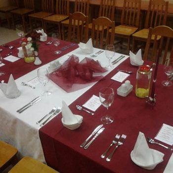 Svētku galda klāšana