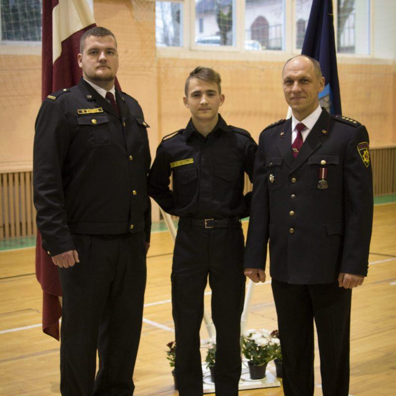 1. kursu ugunsdzēsēju formu pasniegšanas ceremonija