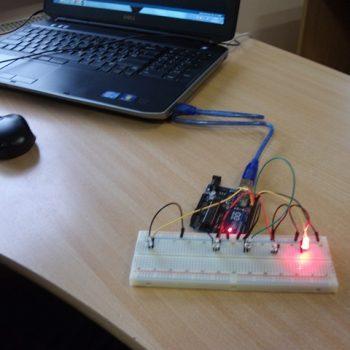 Iepazīstas ar jaunākajām iekārtām un instrumentiem informācijas un komunikāciju tehnoloģiju jomā